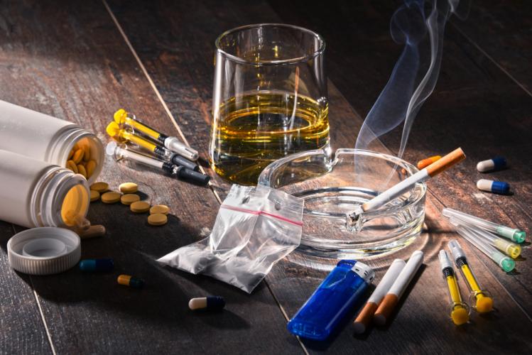 簡単に手に入るドラッグ、アルコール