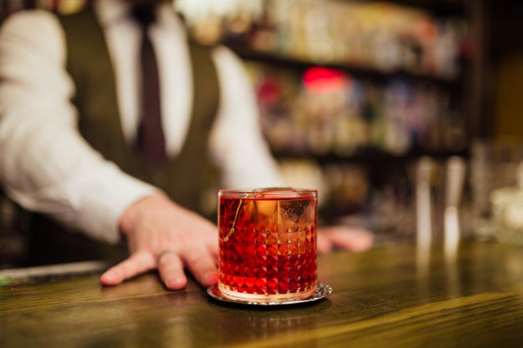 オーセンティックなバーでお酒のルールとマナーを学ぼう